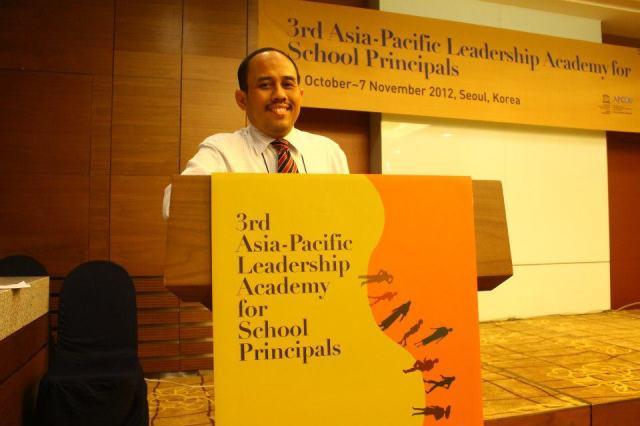 Mewakili Kepala Sekolah Indonesia di kegiatan Training UNESCO, Seoul 2012