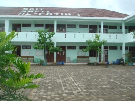 al-fatih-1-gedung.jpg