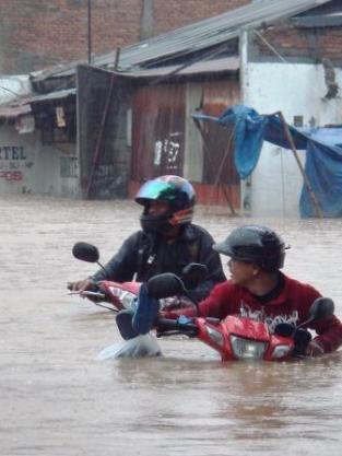 a-banjir-cipinang-tingkah4.jpg