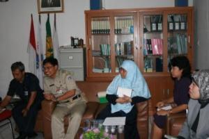 Suharta (Kepala SMK Negeri 31), Ratiyono (Kasubdis Tendik Dinas Dikenti), Nurhasnah (Kepala SMK Negeri 38), Purnami (SMK St Maria), Evie Yulianti (SMK Jayawisata 1). Dari kiri ke kanan