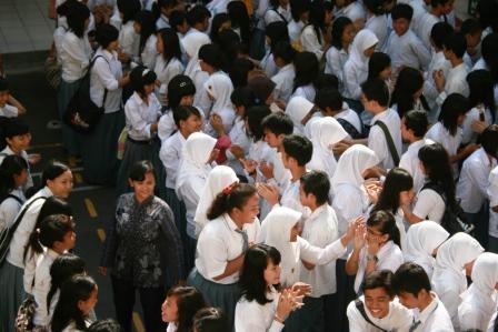 Antar sesama murid