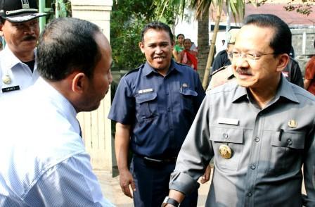 Bp Erman, Wakil Sarana kami mendampingi (tengah)