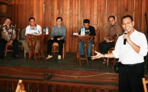 Bp. Junaidi sebagai MC, sebelum talkshow