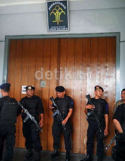 http://news.detik.com/read/2013/03/25/194734/2203396/10/ini-alasan-prosedural-polda-diy-titipkan-tahanan-ke-lp-sleman?991101mainnews